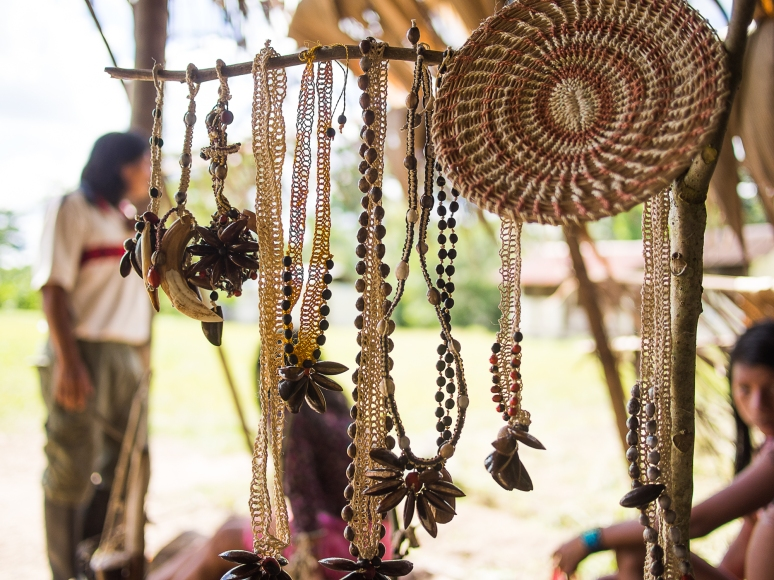 Waorani handicrafts in Quehuere Ono.
