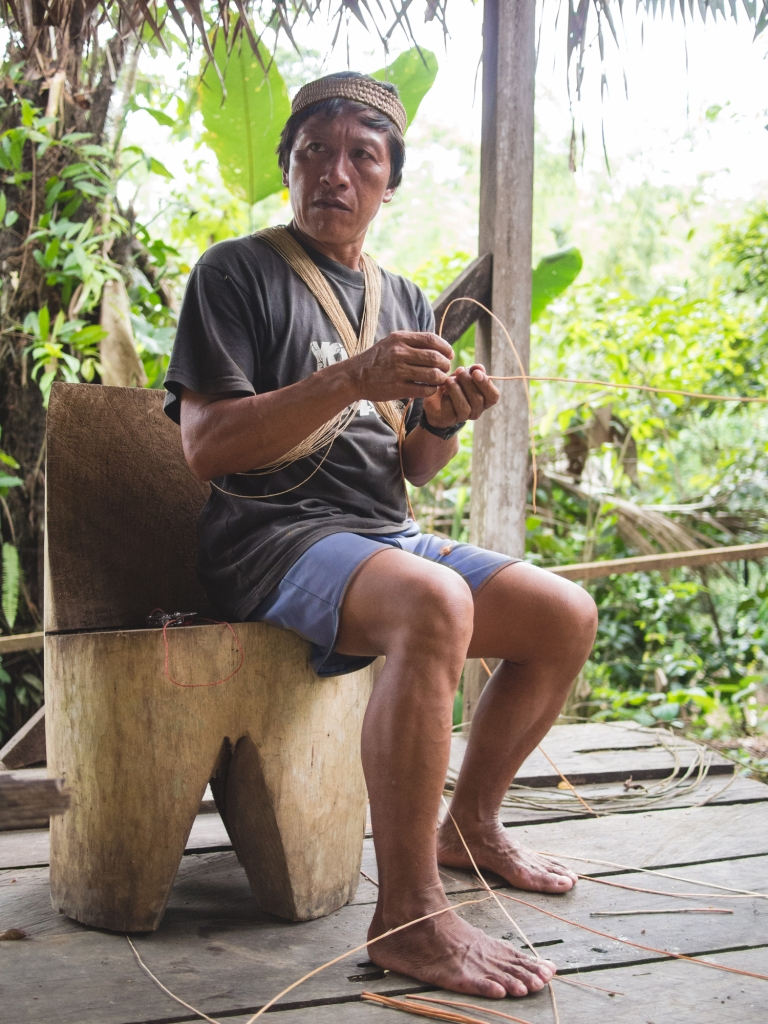 After collecting materials during one of our hikes, Domingo demonstrates some Waorani crafting techniques.